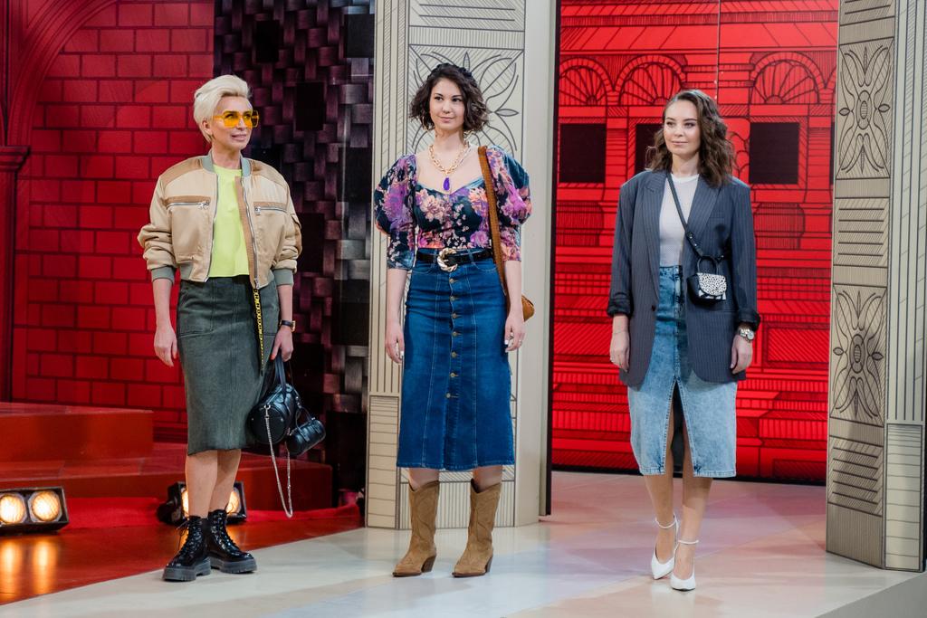 образы с джинсовой юбкой миди