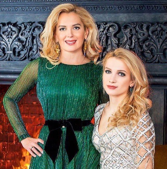 Мария Порошина с дочкой